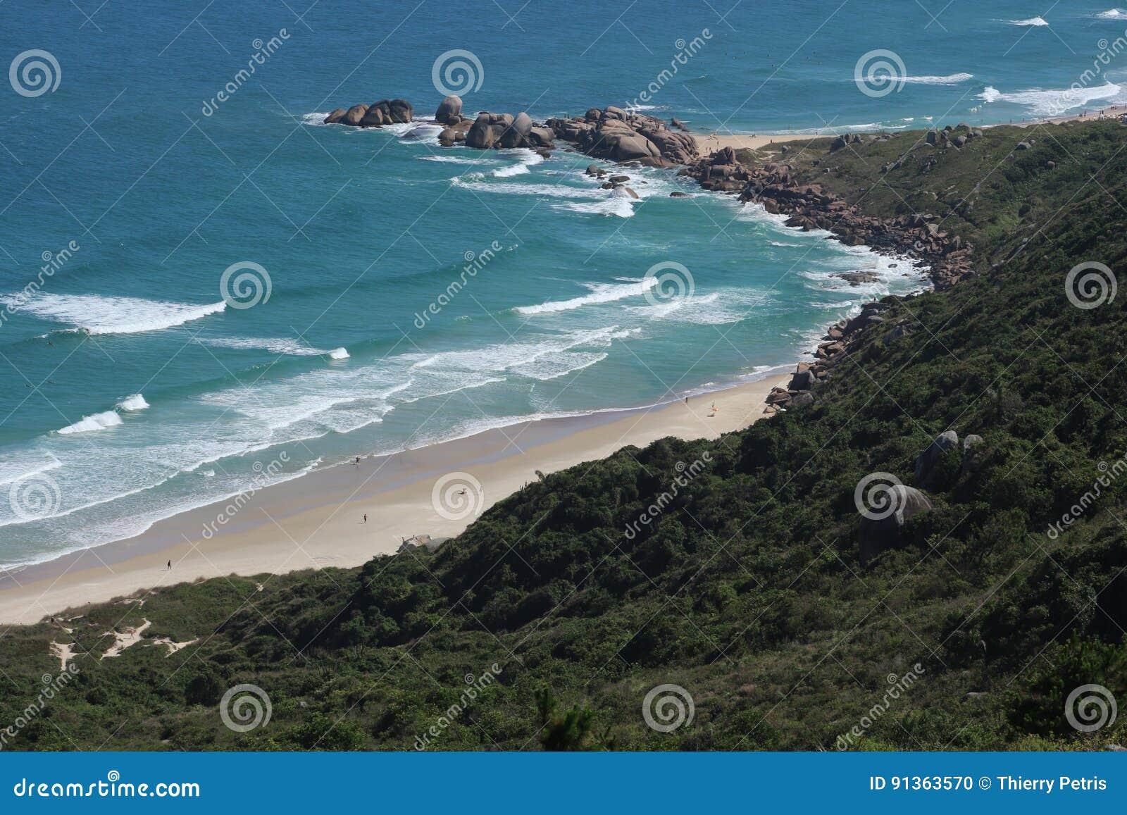 Praia em polis do ³ de FlorianÃ, Brasil de Galheta