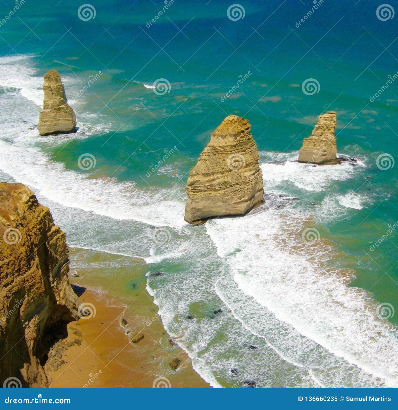 Praia grande oceano estrada em Austrália - três