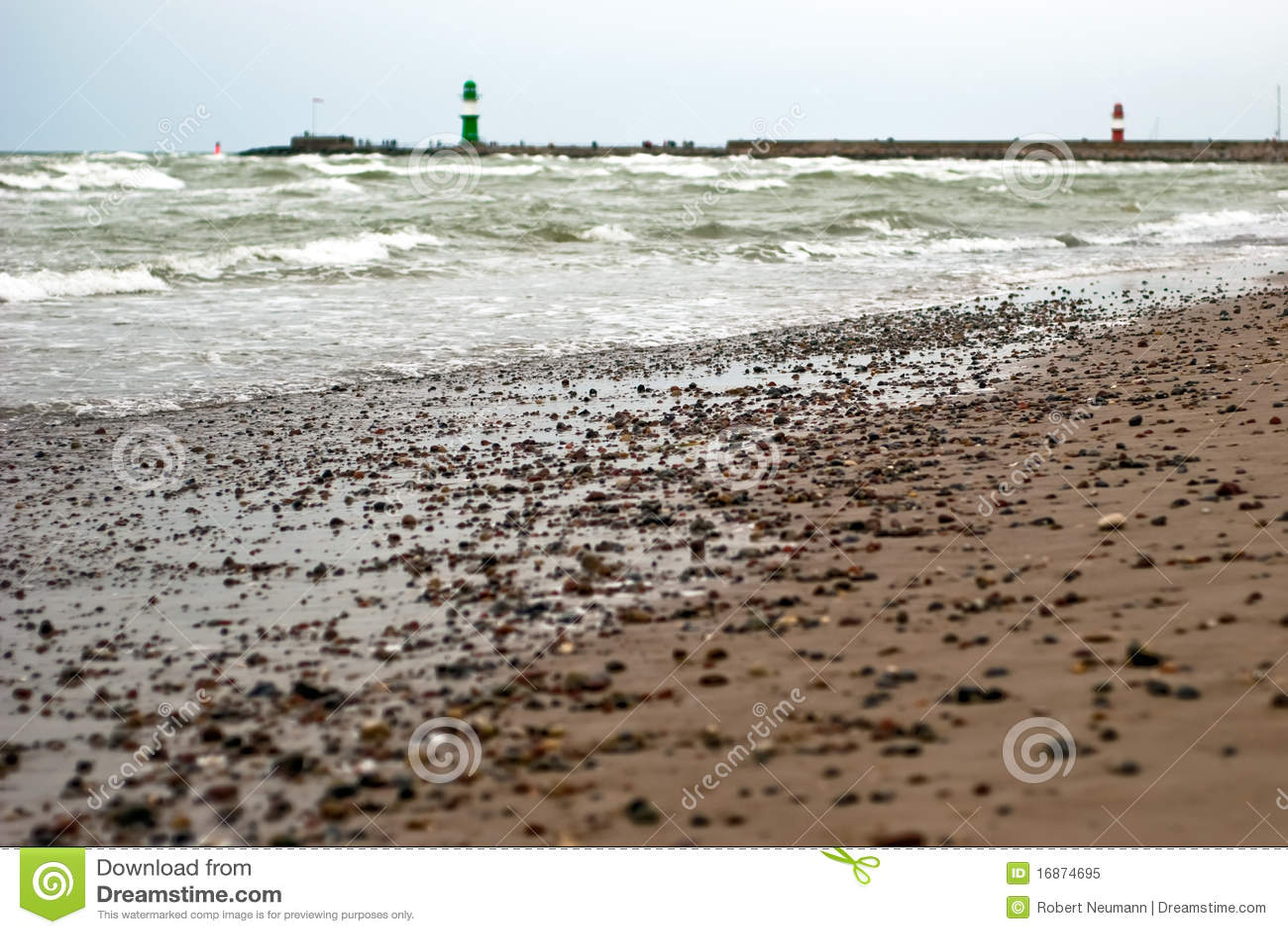 Praia na frente dos faróis