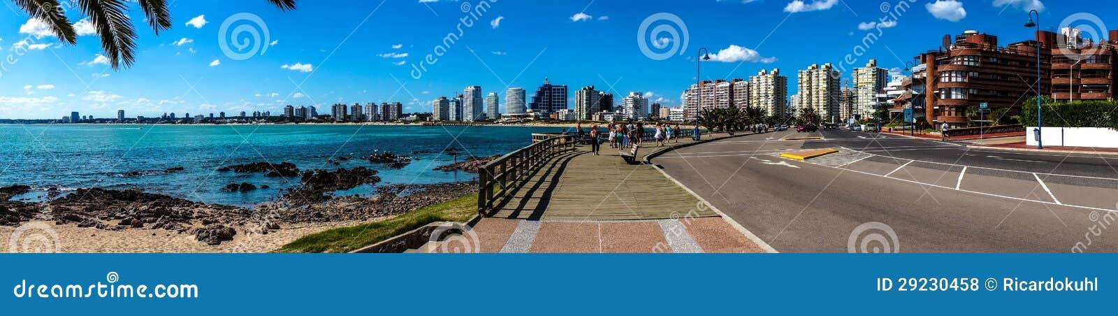 Download Praia panorâmico e cidade foto de stock. Imagem de azul - 29230458