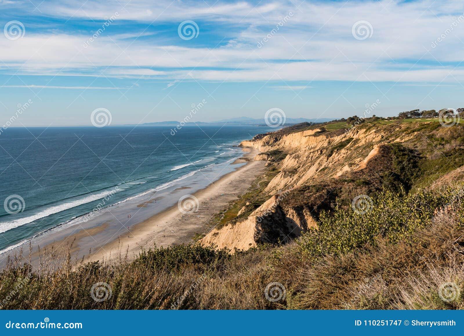 Praia preta opcional do ` s da roupa isolado em San Diego
