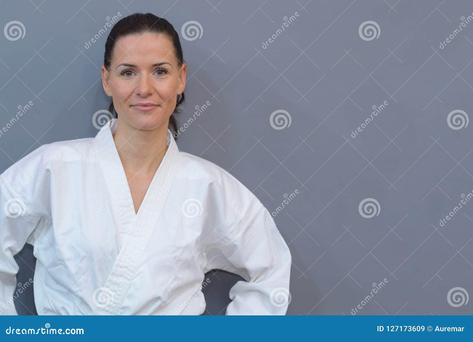 Praktiserande judon för kvinnlig idrottsman nen
