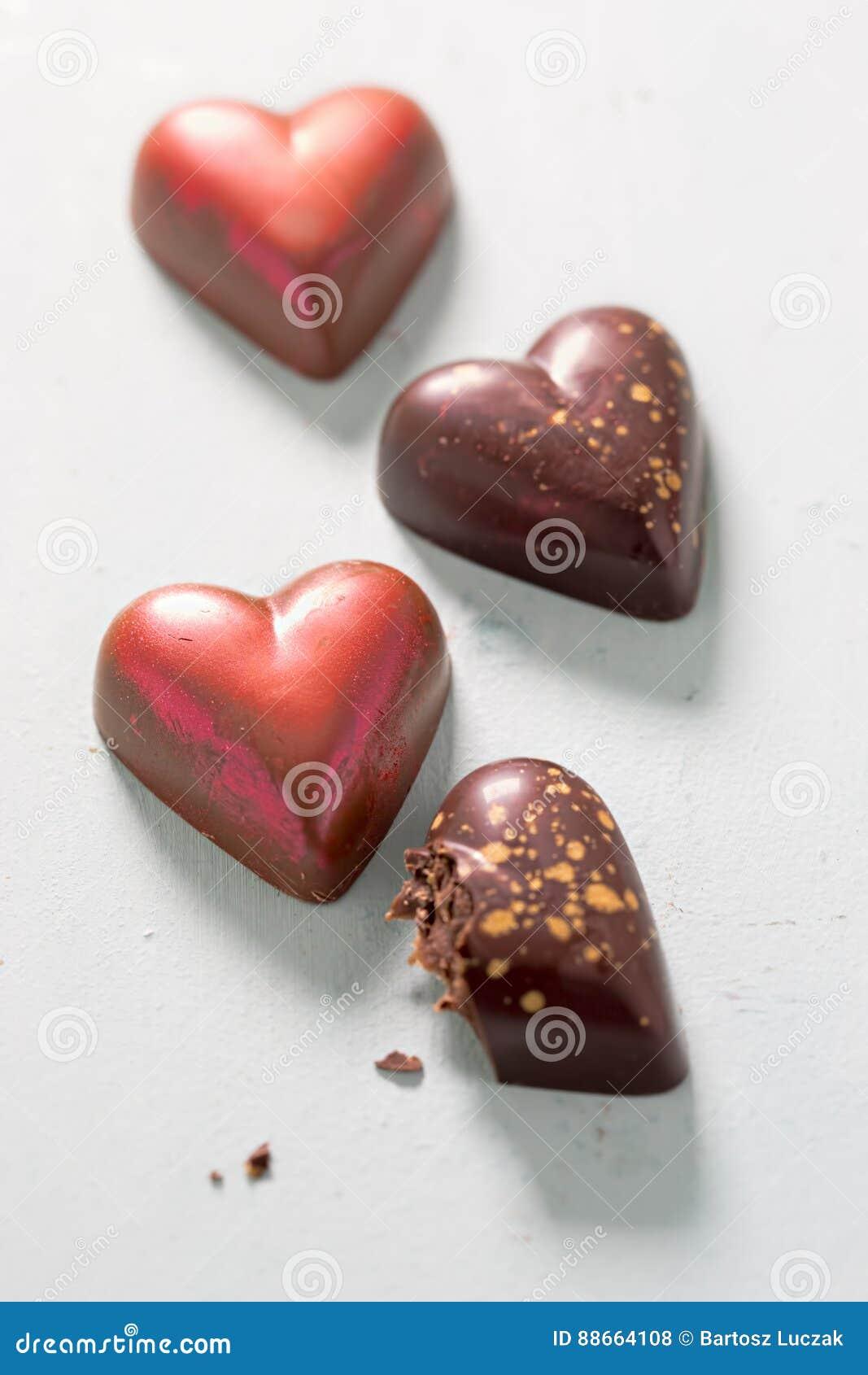 Pralines dados forma coração do chocolate
