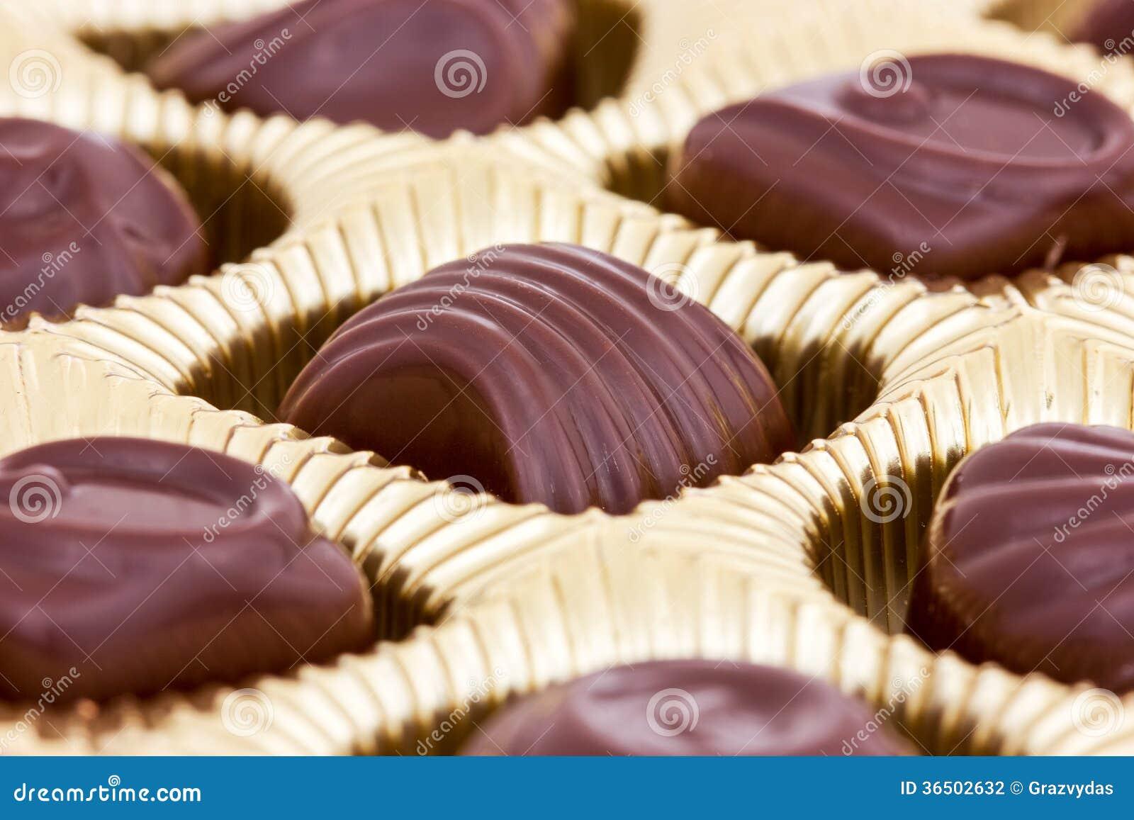 Pralines de chocolat dans la boîte