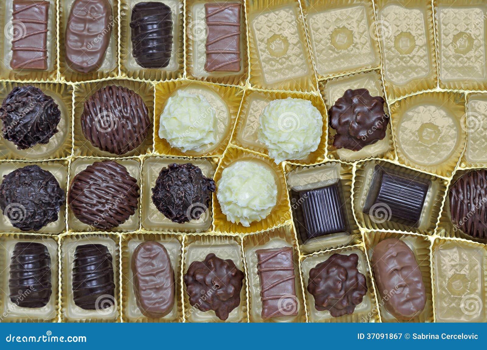 Download Pralines I Trufle W Pudełku Obraz Stock - Obraz złożonej z praline, biały: 37091867