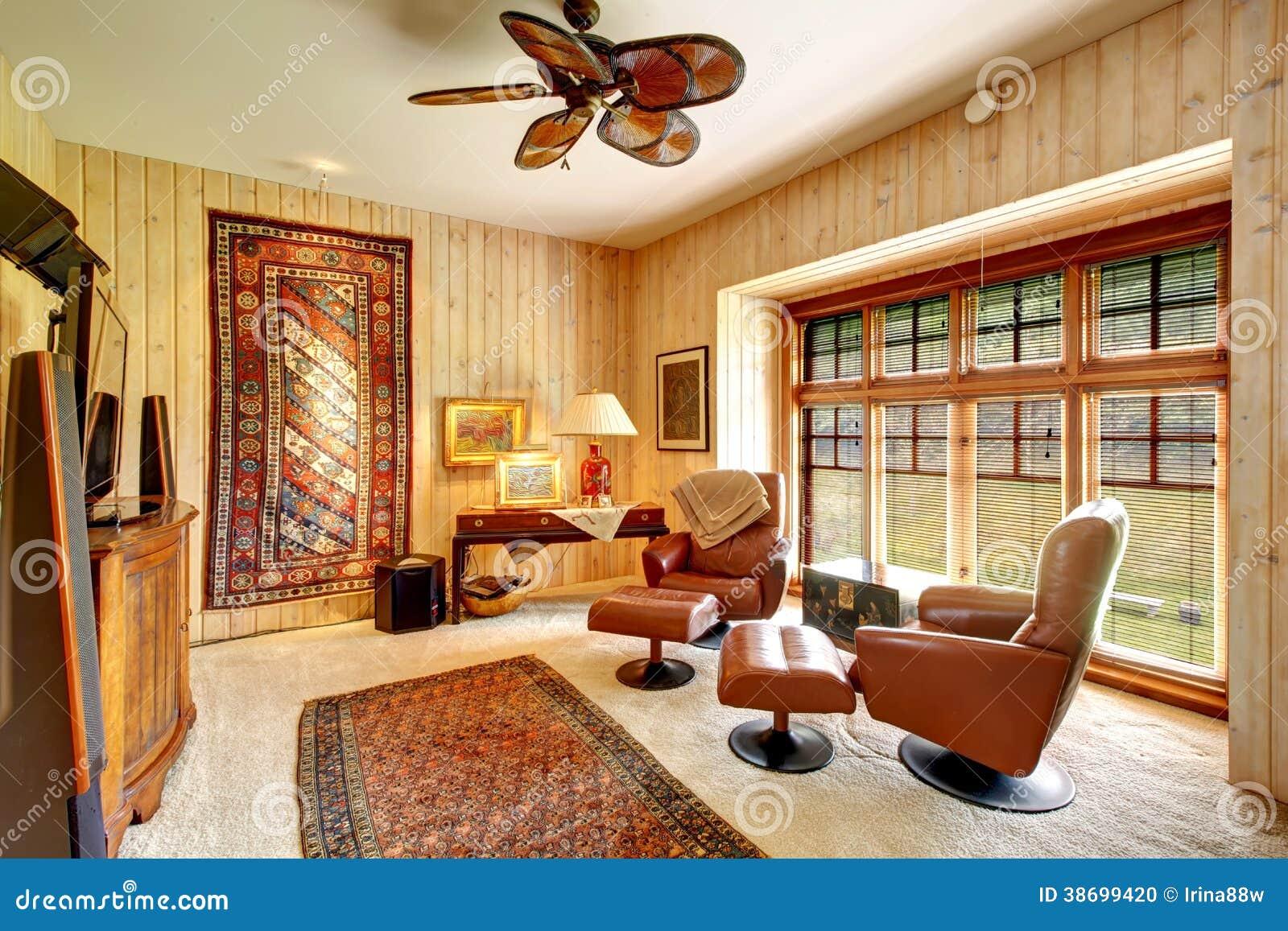 Prancha De Madeira Sala Almofadada Fornecida Com Tapetes Foto de Stock  #B64415 1300x957