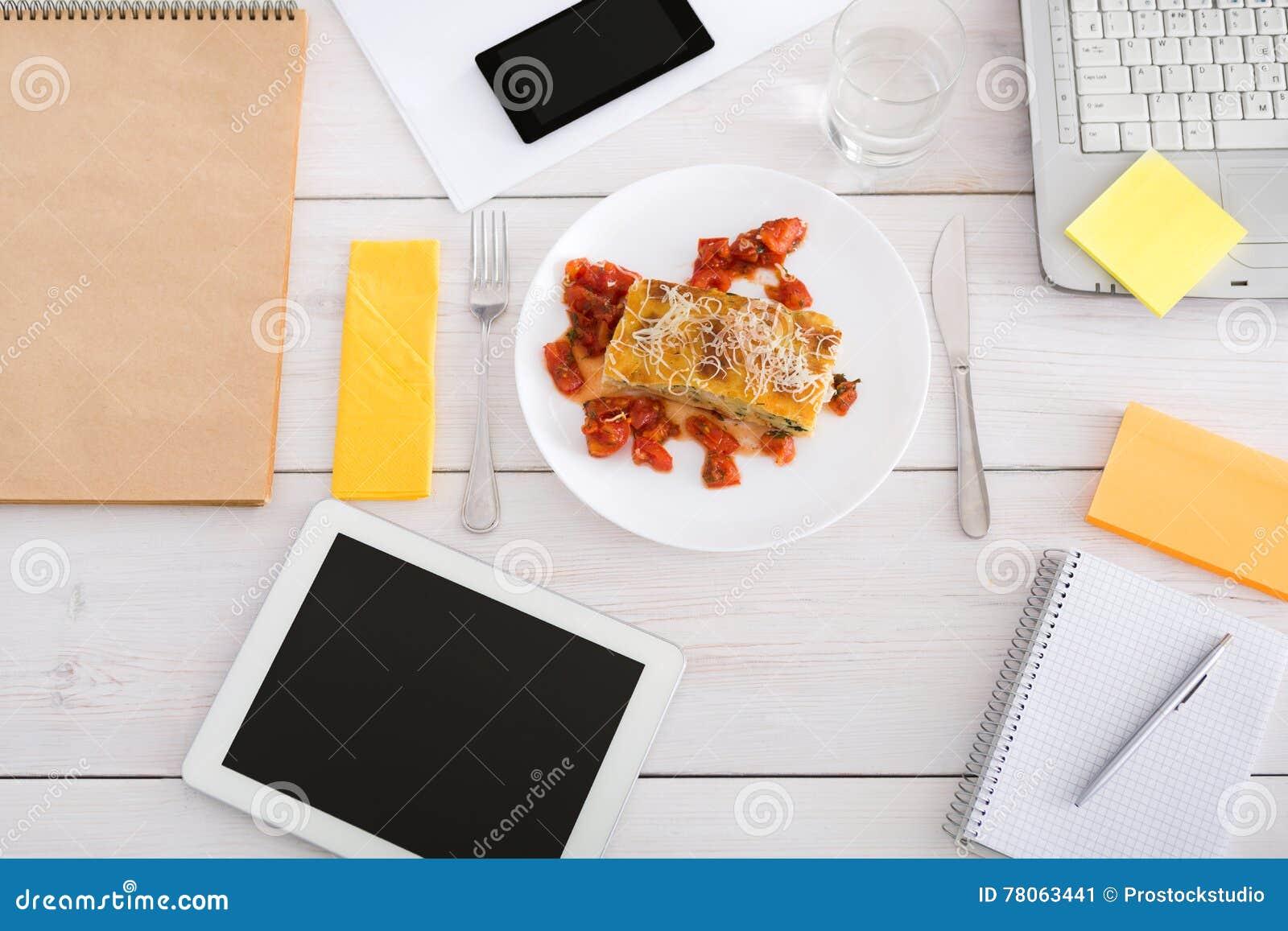 pranzo sano in ufficio, concetto dell'alimento di dieta fotografia ... - Pranzo Ufficio Dieta