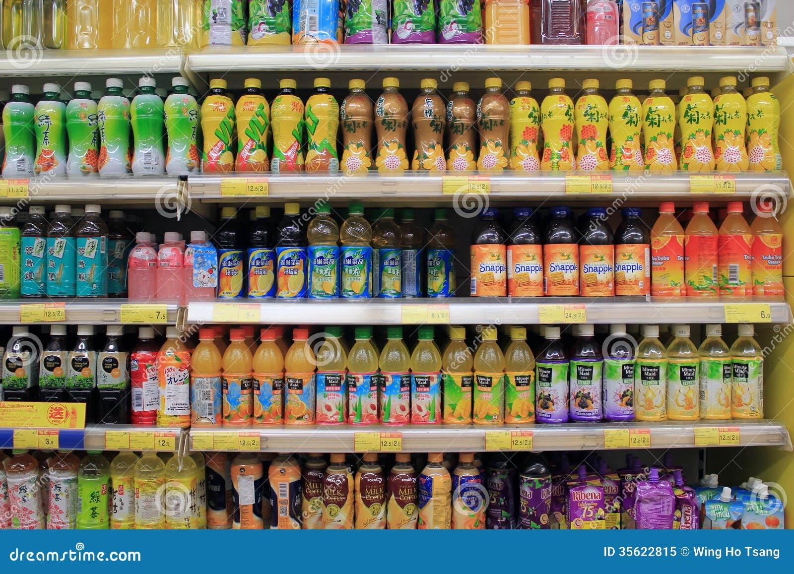 Prateleiras Com Bebidas No Supermercado Imagem Editorial