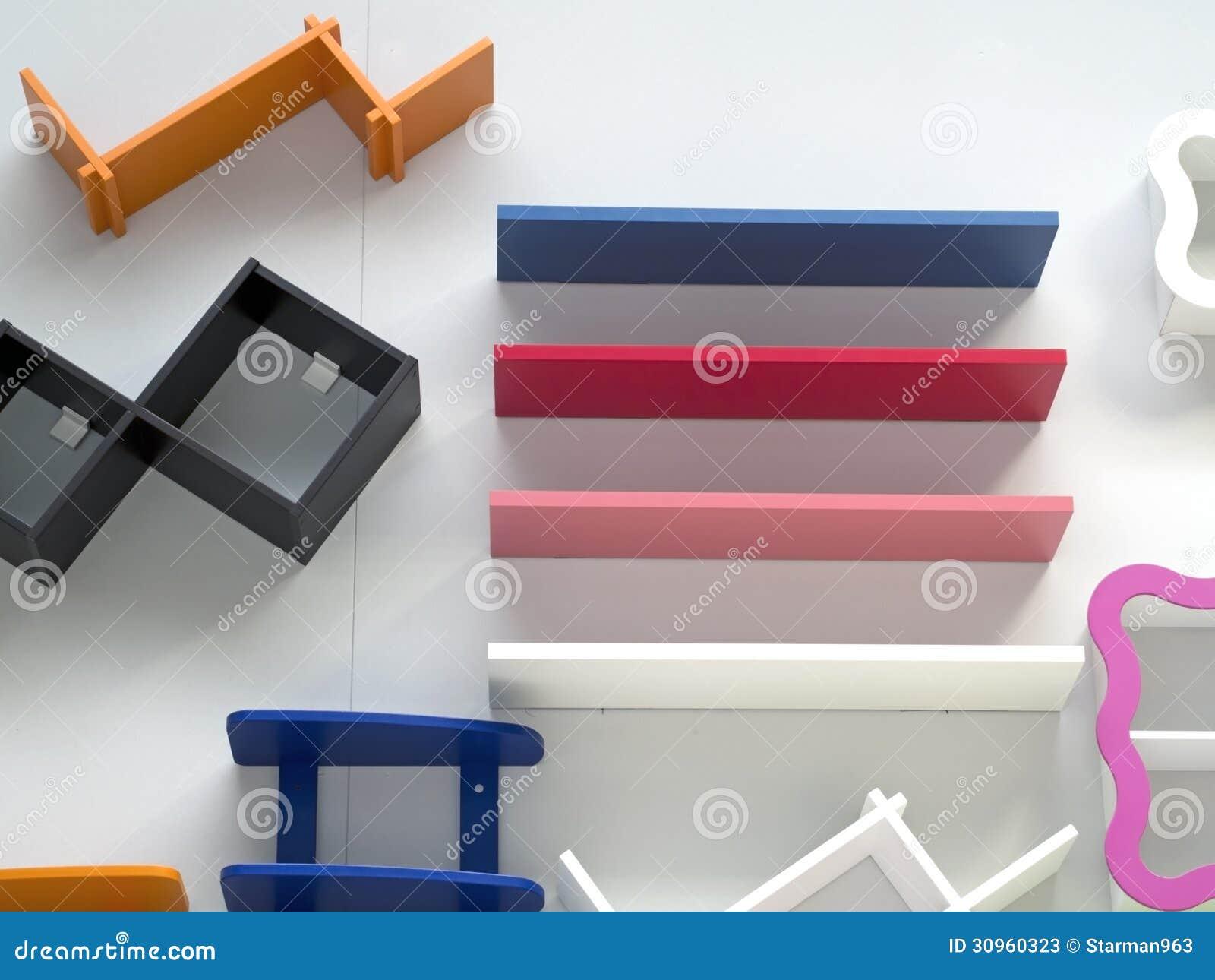 Prateleiras De Madeira Coloridas Na Parede Fotos de Stock Imagem  #9E2D7E 1300x1065