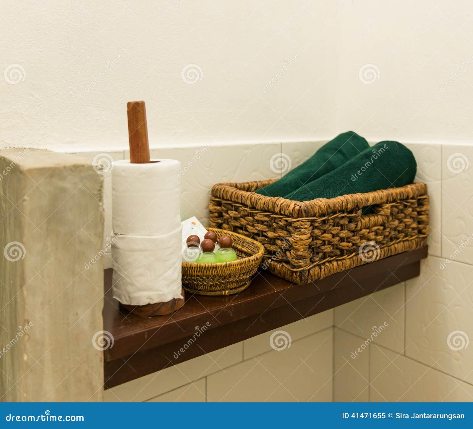 Prateleiras De Madeira No Banheiro Foto de Stock Imagem: 41471655 #6B451B 1300x1195