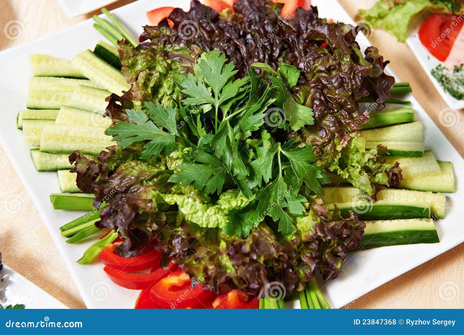 Prato com salada vegetal