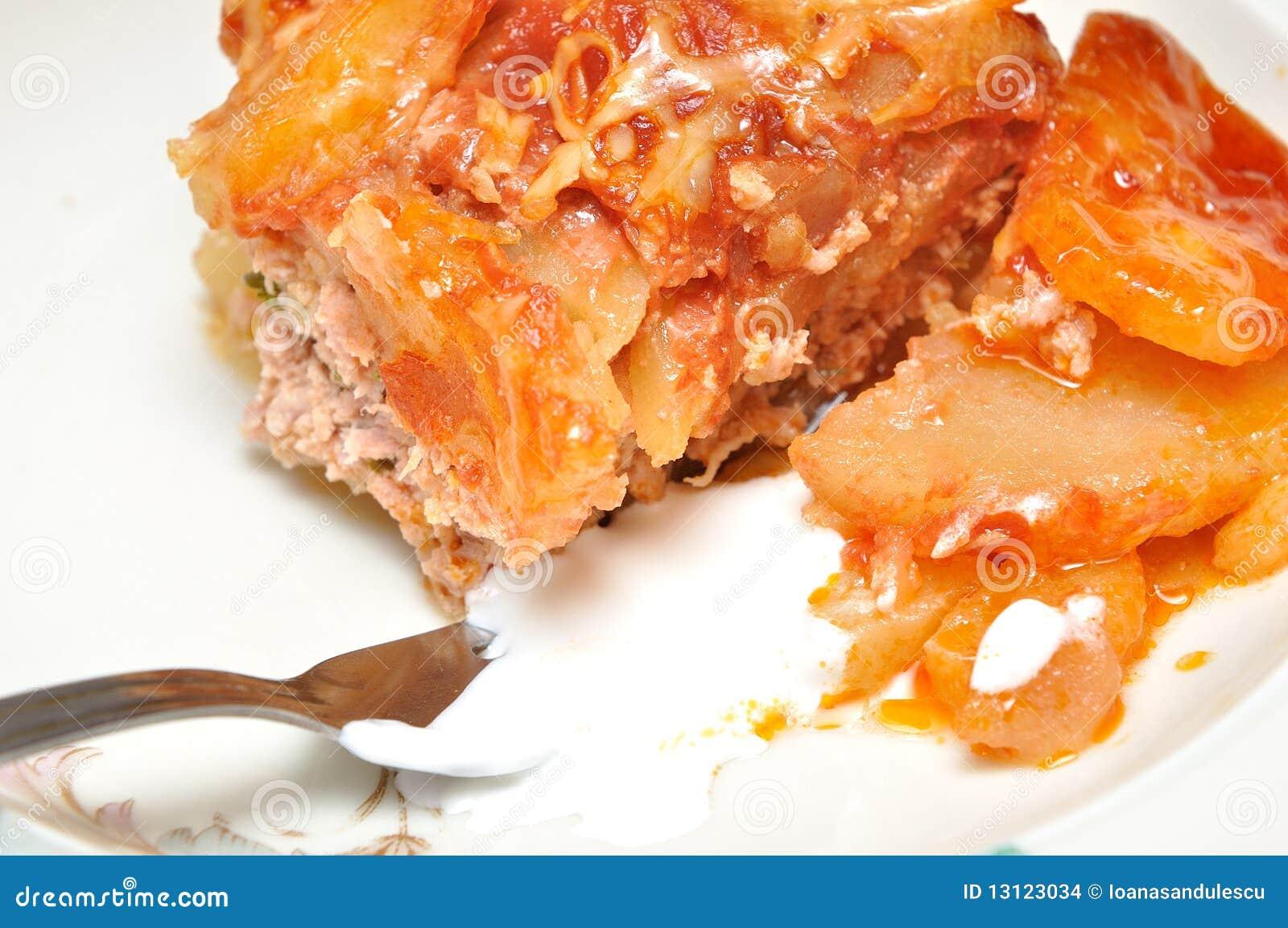 Prato das Moussaka-batatas