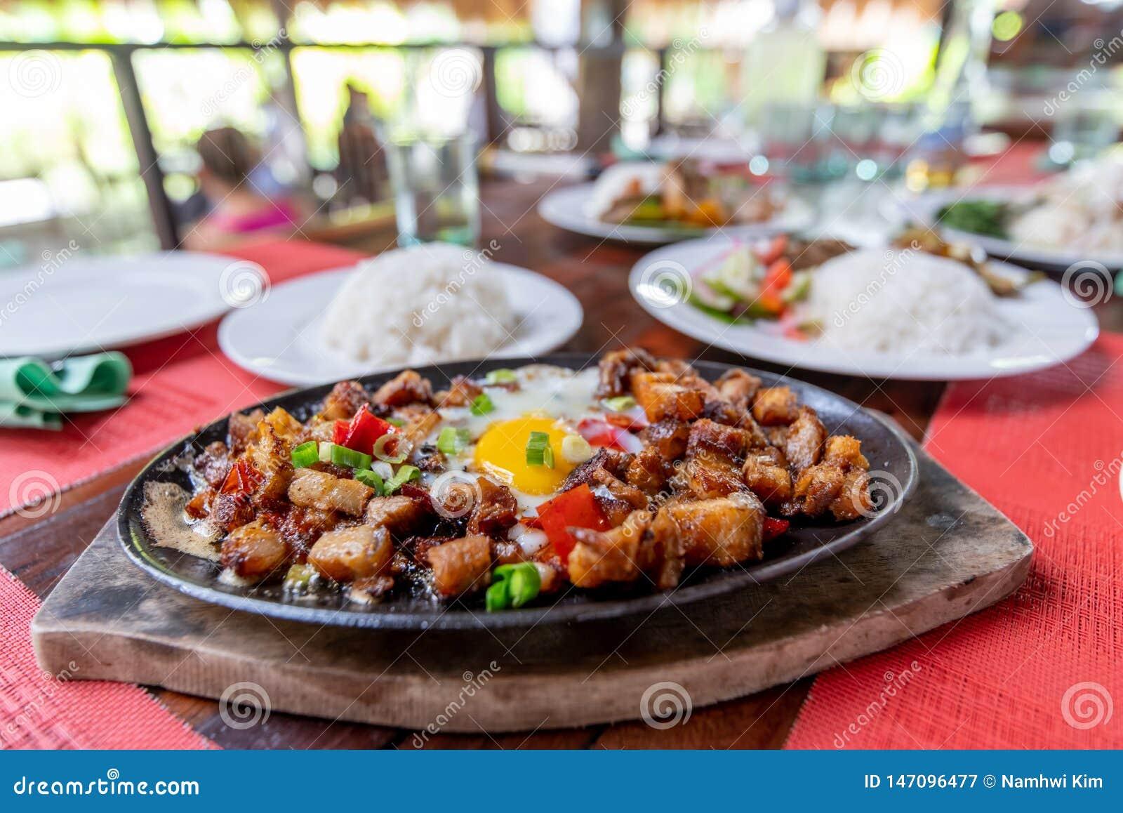 Prato popular de Filipion - sisig da carne de porco