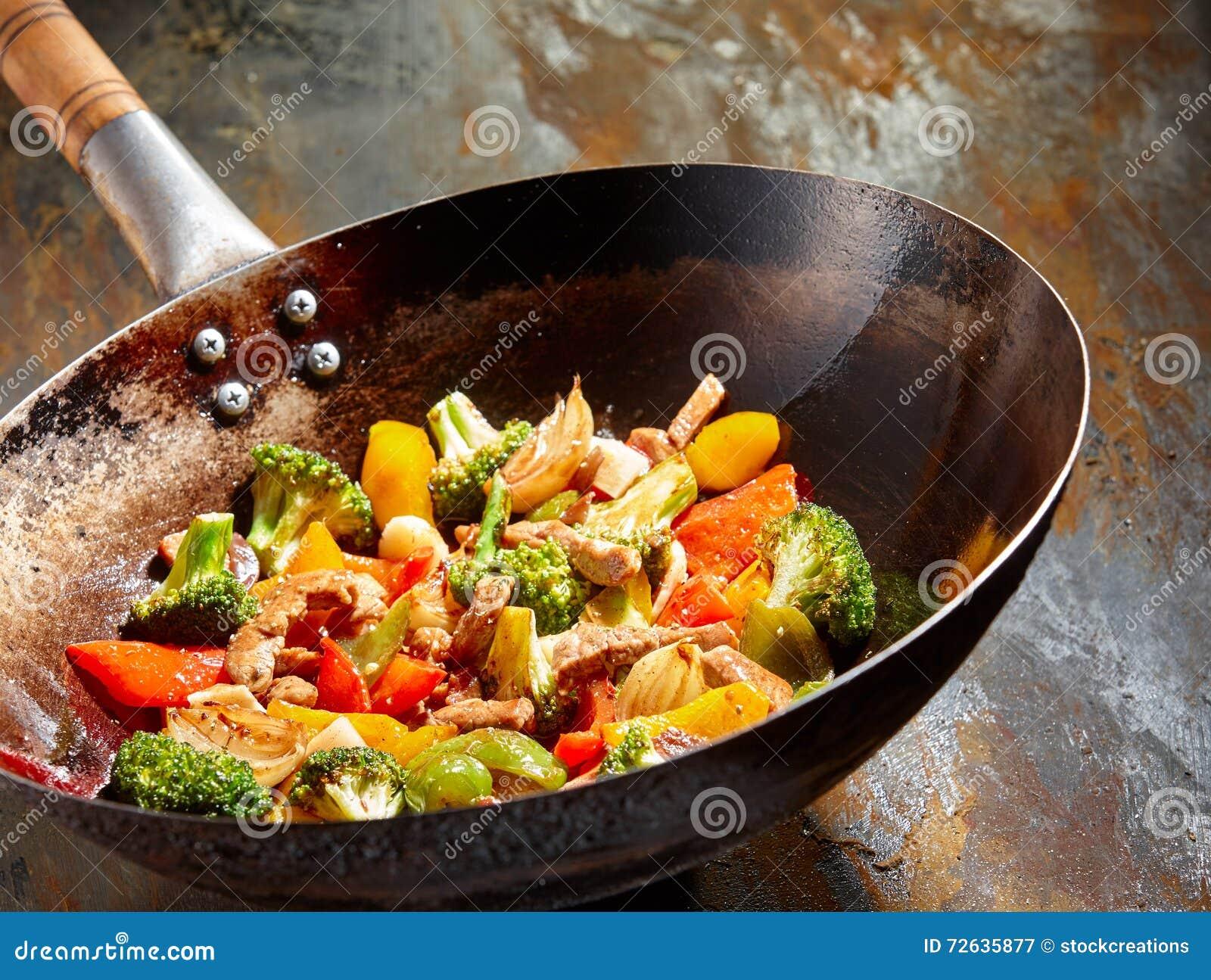 Prato vegetal saboroso com brócolis e pimentas