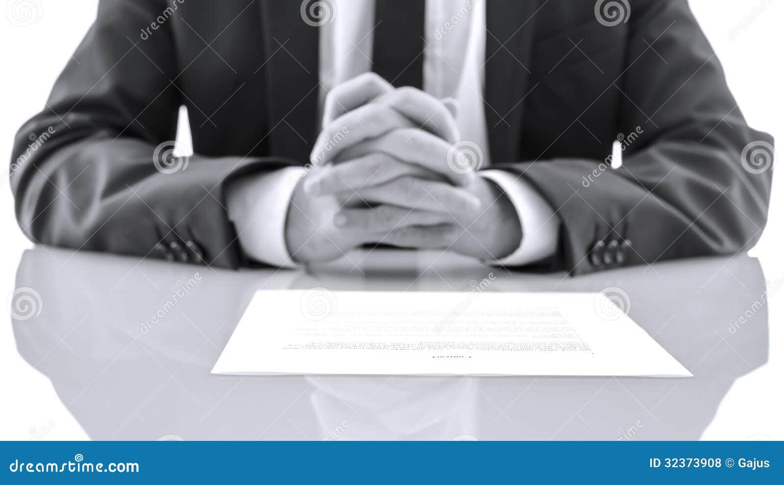 Prawnik przy jego biurkiem