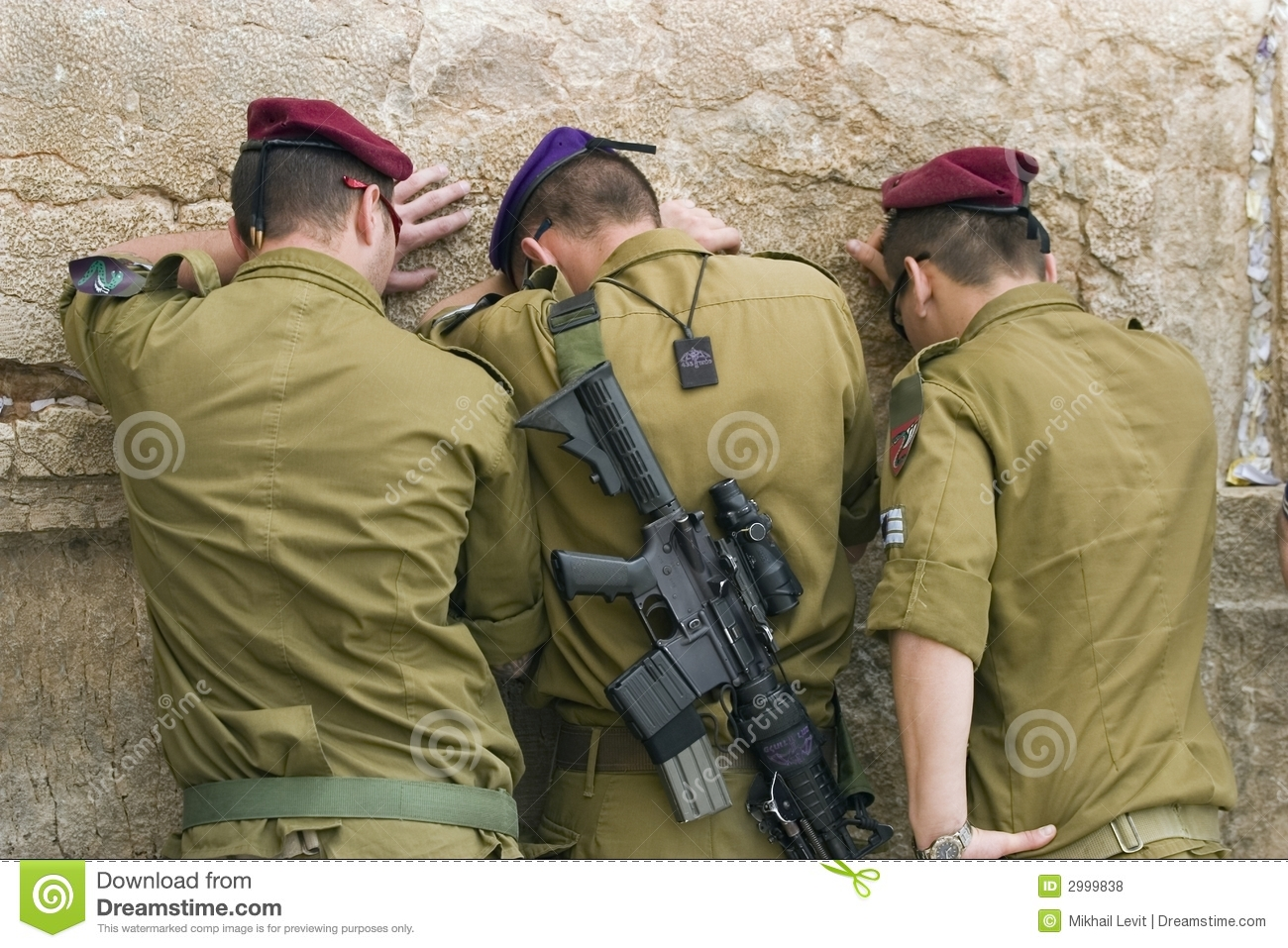Praying Soldiers Royalty Free Stock Photos Image 2999838
