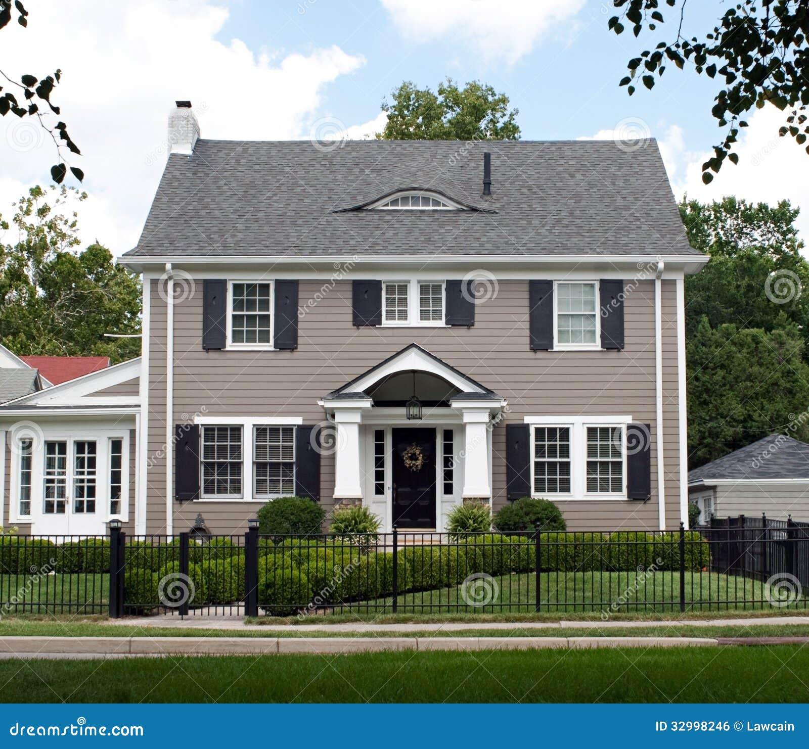 Haus Bild: Prächtiges Zweistöckiges Haus Lizenzfreies Stockbild