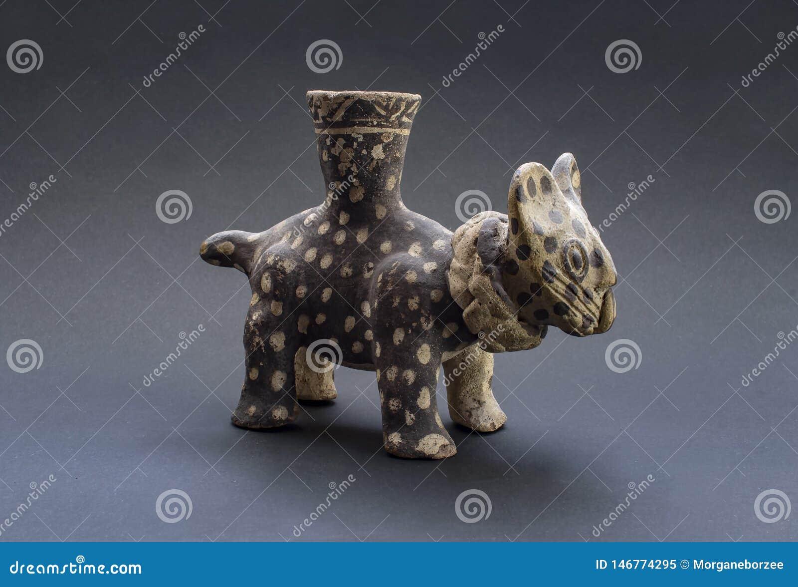 Pre-columbian katachtige ceramische geroepen 'Huaco 'van Chancay