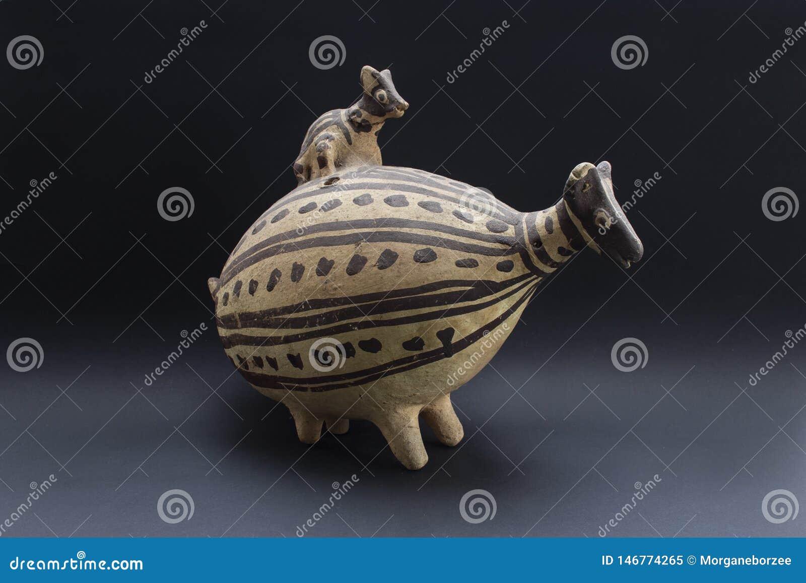 Pre-columbian keramiska kallade ?Huaco ?fr?n Chancay