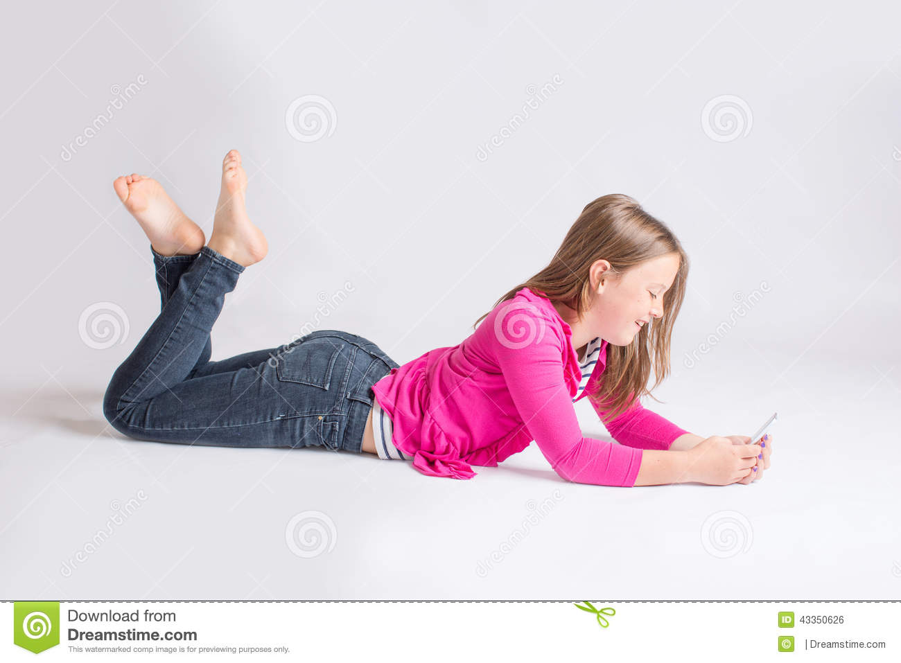 Pre-teen Girl Using Cellphone Stock Photo - Image: 43350626