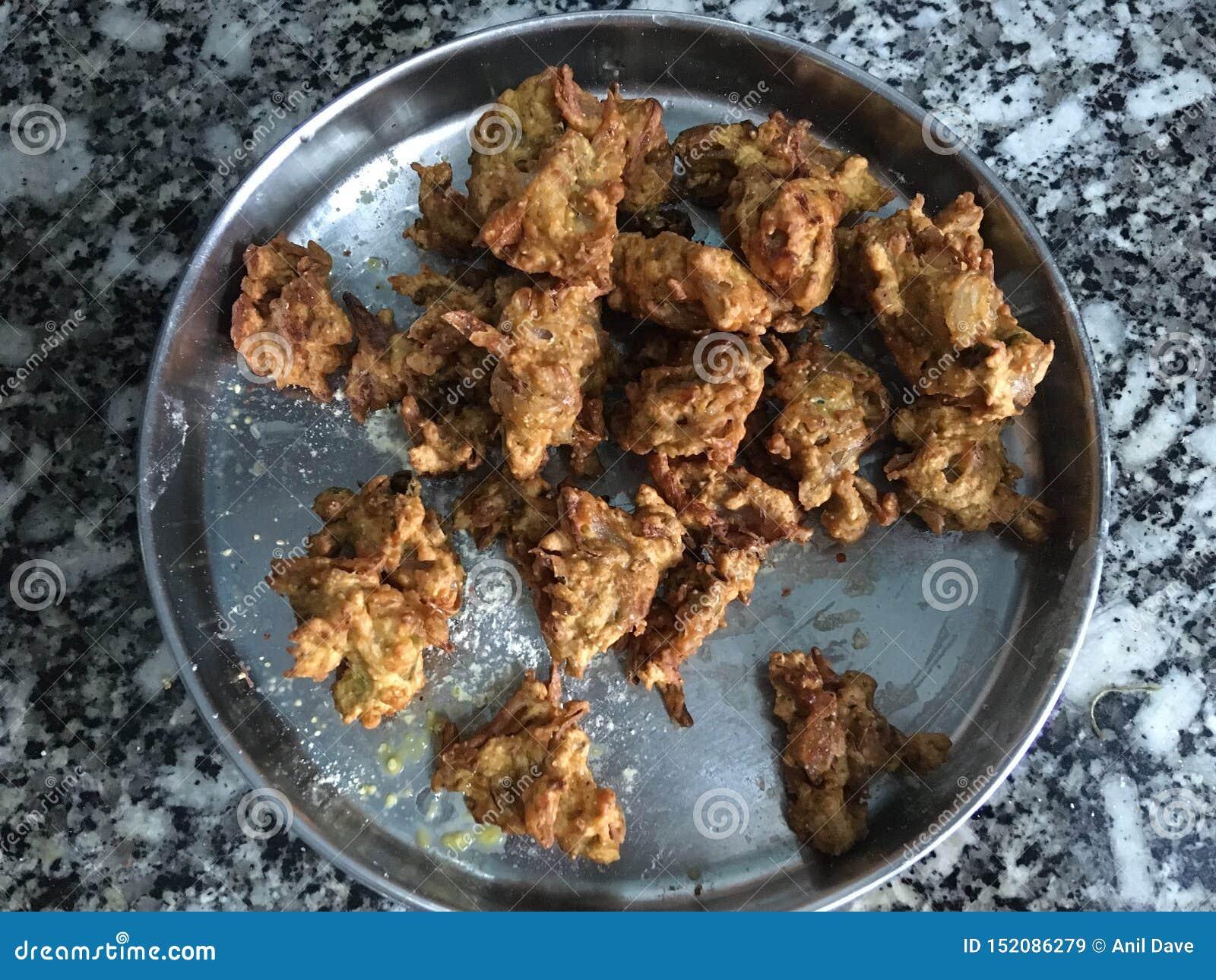 Precis stekte Kanda BhajiOnion Pakora Kalyan Maharahtra INDIEN