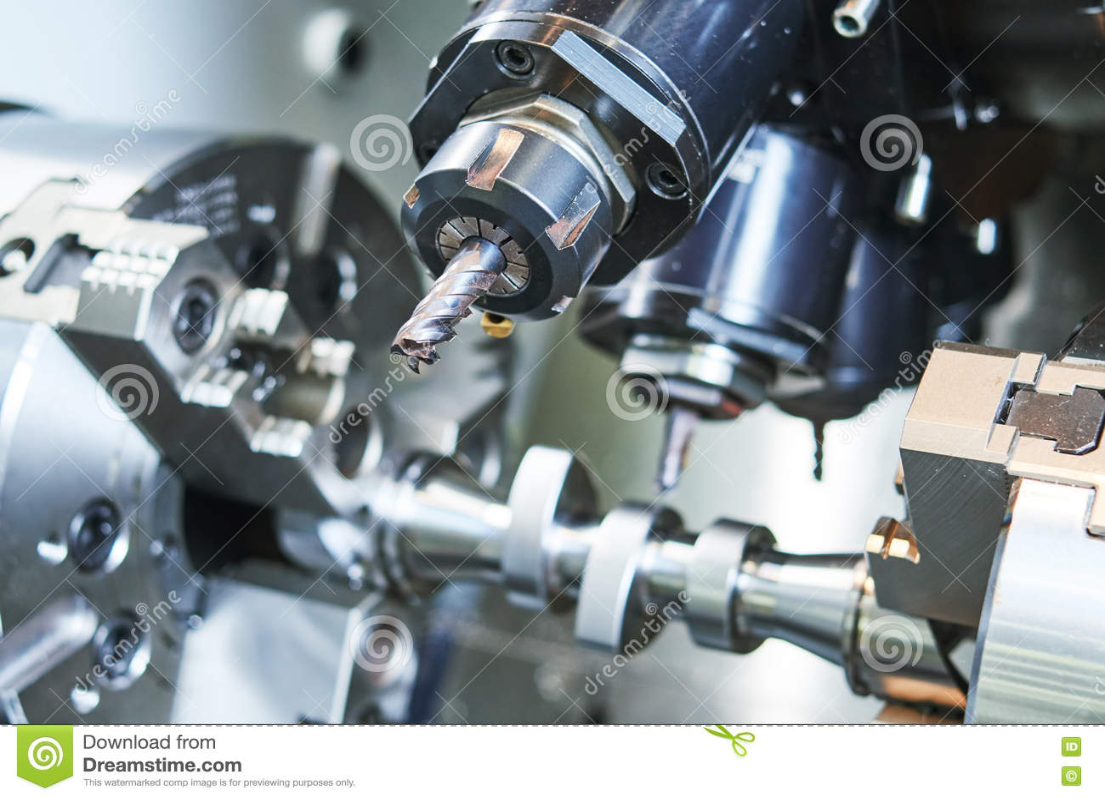 PrecisionCNC-metall som förbi bearbetar med maskin, maler, drillborren och skäraren
