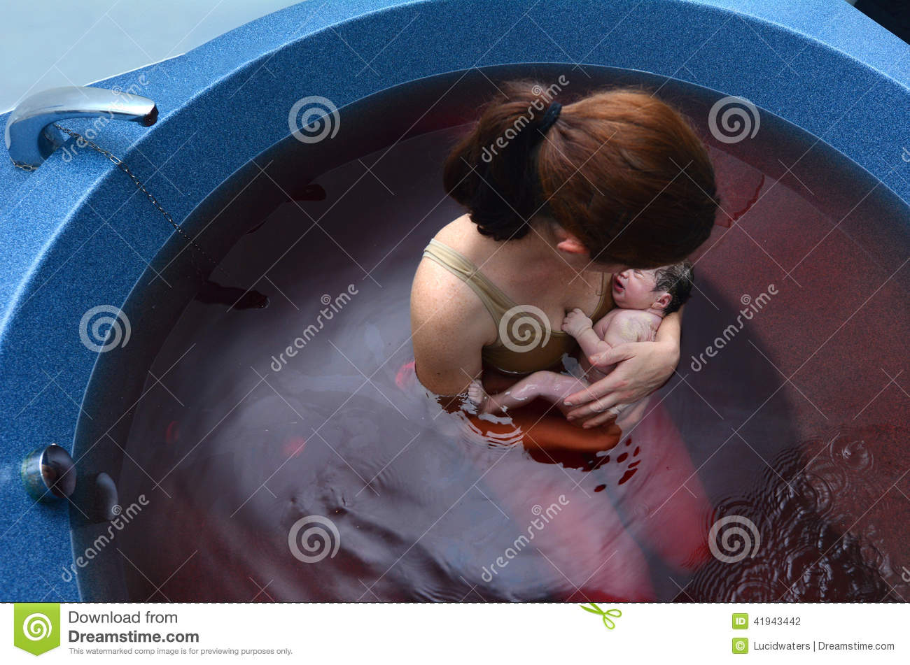 Pregnancy pregnant woman natural water stock photo for Accouchement piscine