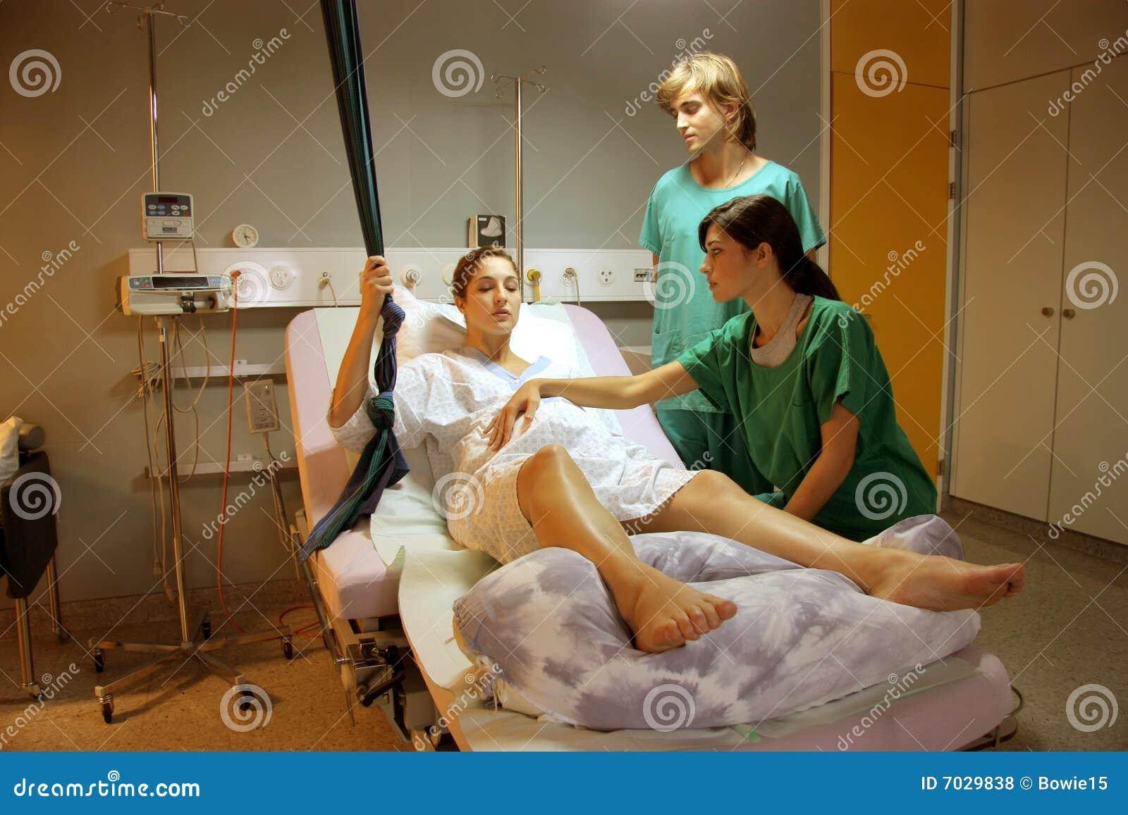 Фото как рожают девки 12 фотография