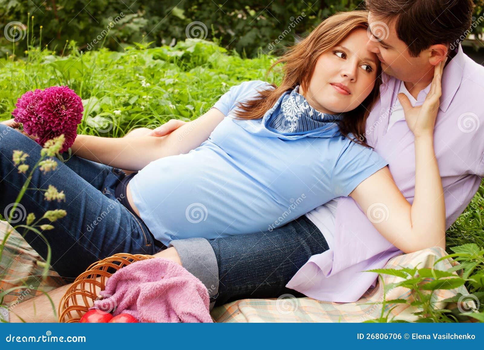 Он сделал беременной жены невероятно