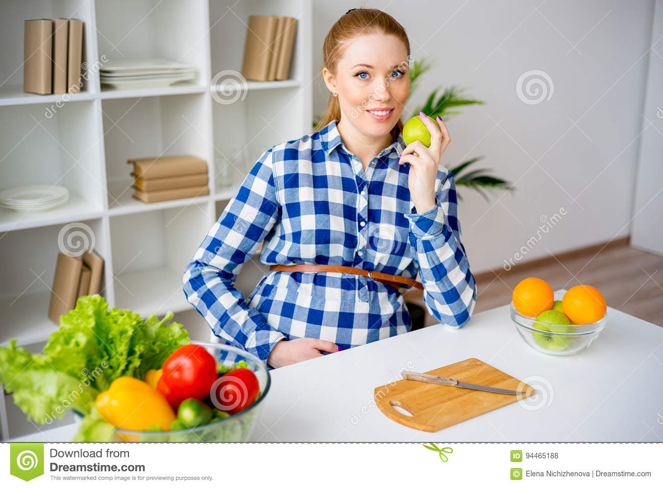 Pregnant Woman Eating Fruit Stock Photo - Image of health