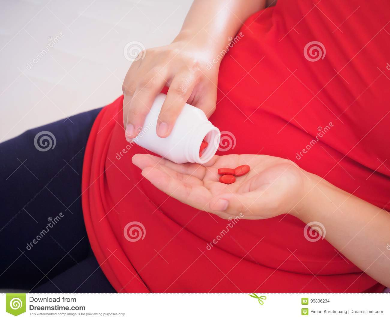 Pregnant Woman With Vitamin Pills Stock Photo - Image of vitamins ...