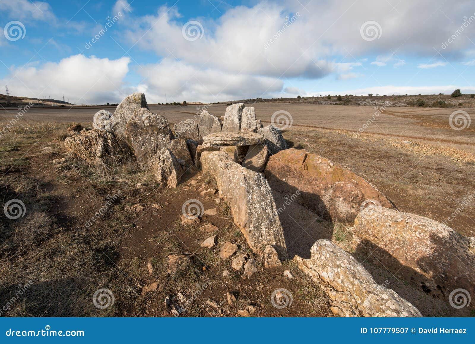 Prehistocric megalityczny dolmen w Mazariegos, Burgos prowincja, Hiszpania