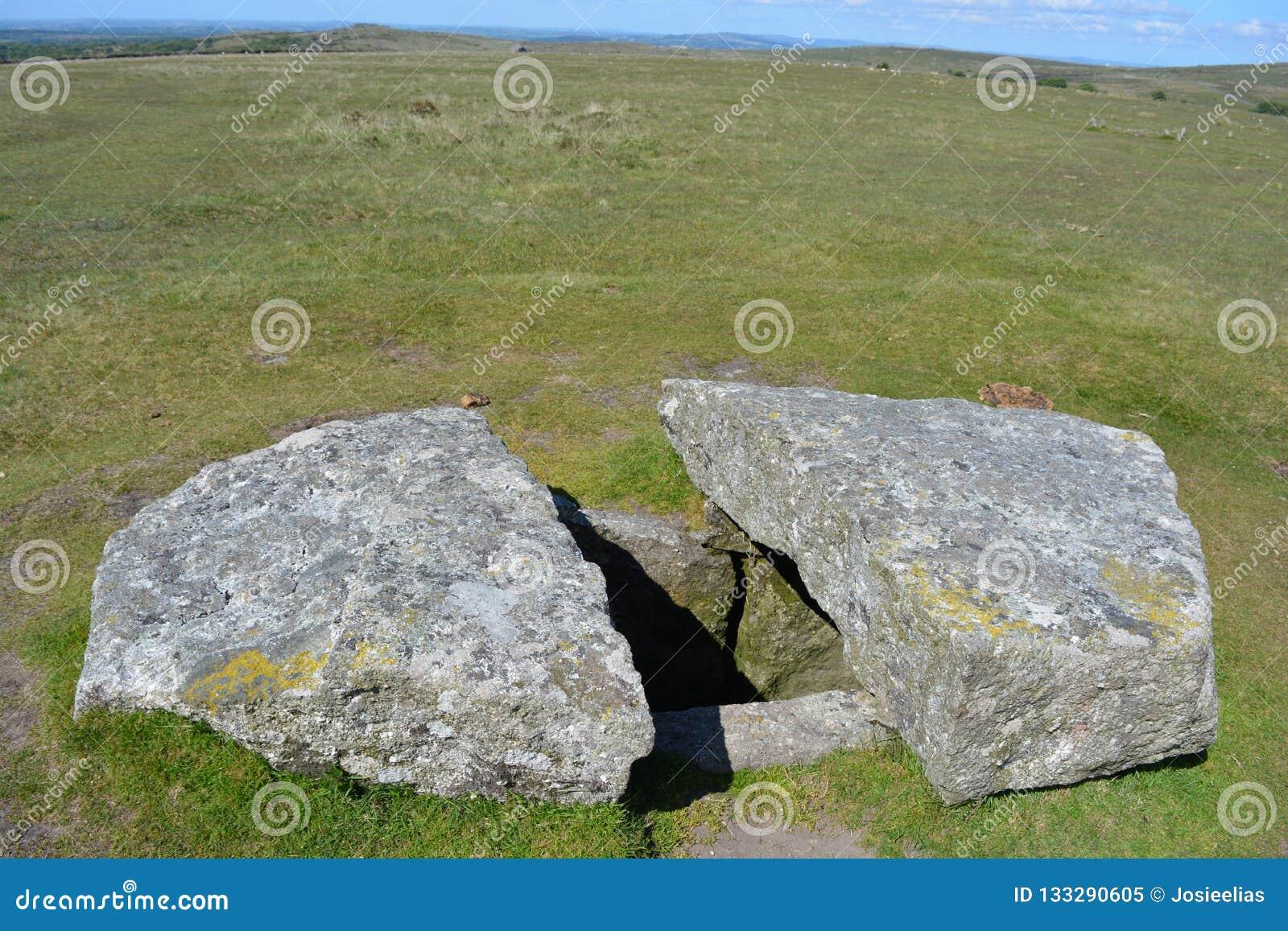 Prehistoric burial chamber, Dartmoor National Park, Devon,