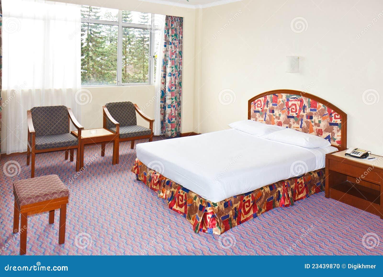 Billig Aber Elegantes Verziertes Schlafzimmer Mit Einfachen Möbeln
