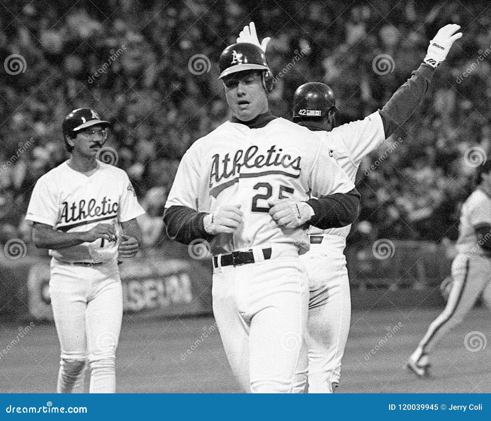 Première base Mark McGwire d Oakland Athletics