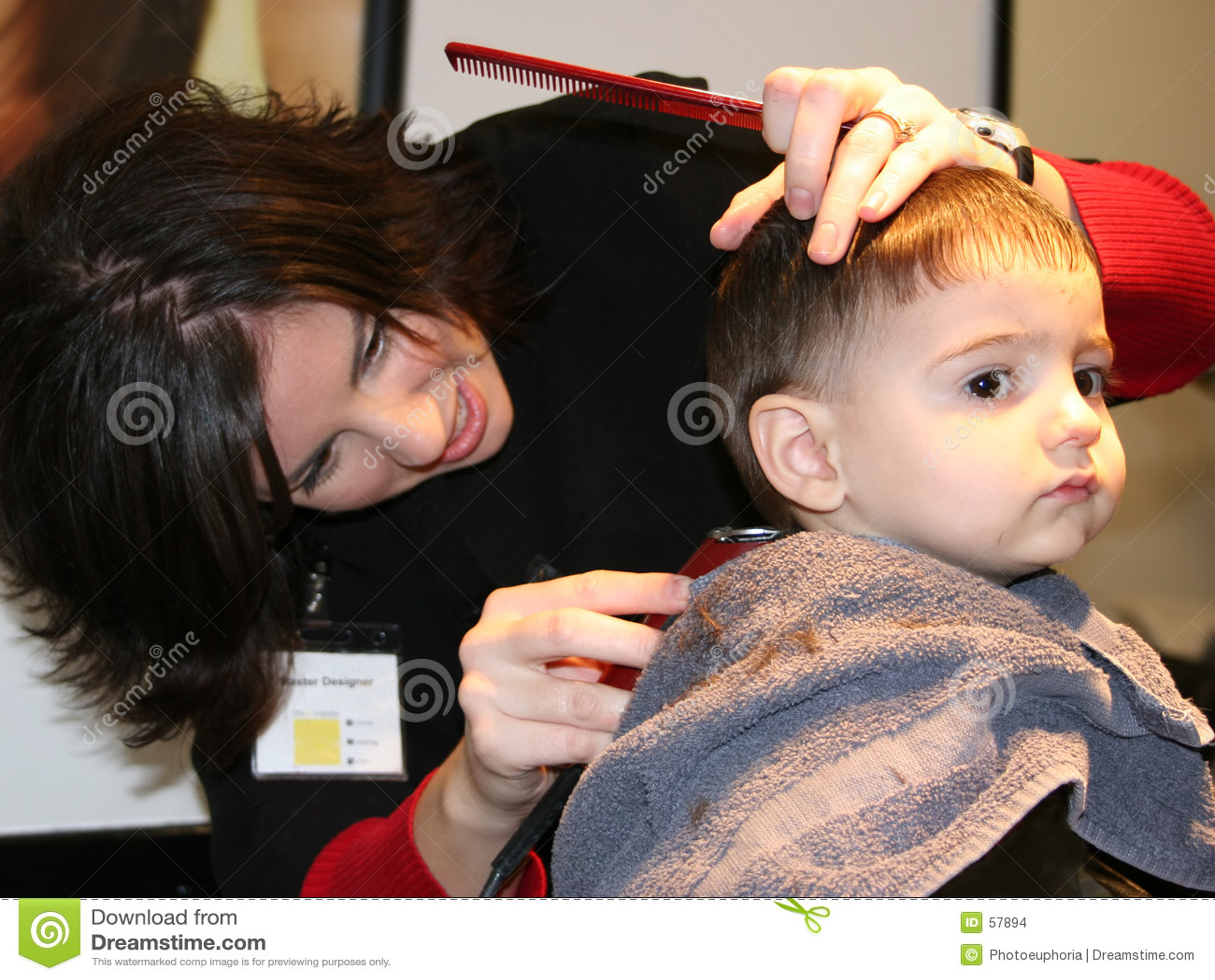 Download Première coupure de cheveu photo stock. Image du garçon - 57894
