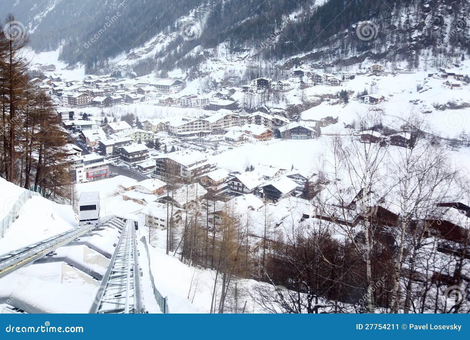 Première vue de plusieurs hôtels en montagnes