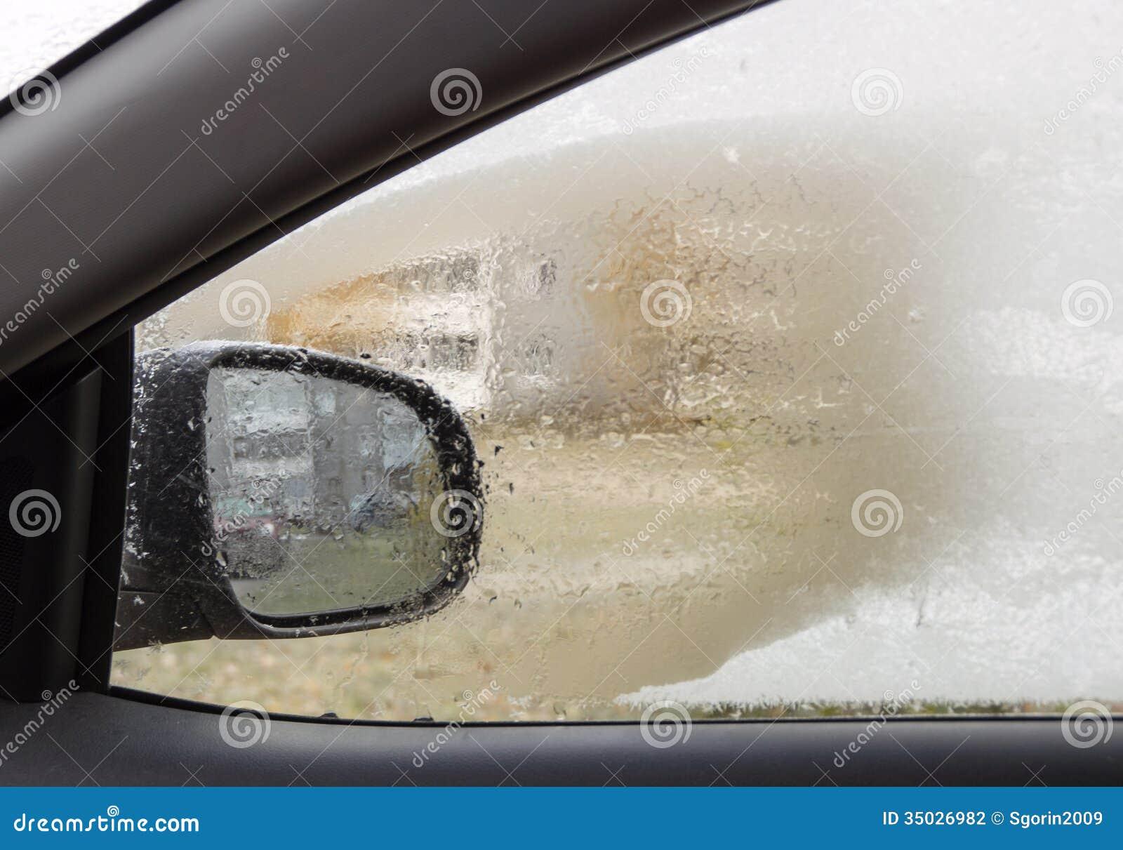 Premier givre sur la fen tre de la voiture photographie for Fenetre voiture