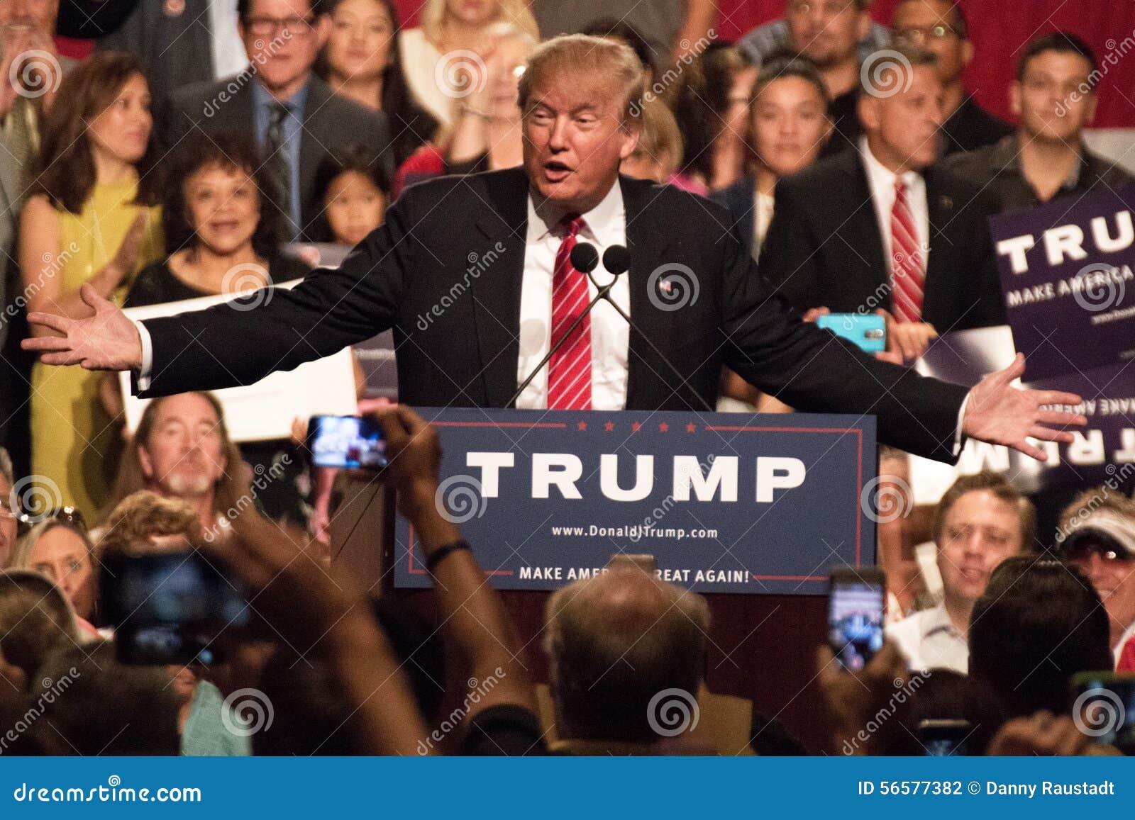 Premier rassemblement de la campagne présidentielle de Donald Trump à Phoenix