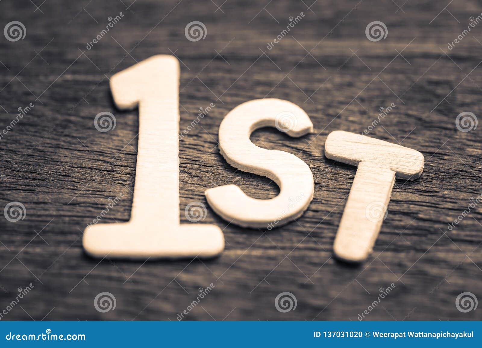 Premier symbole par les lettres en bois