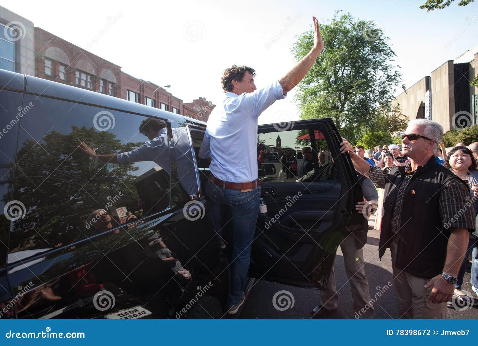 Premierminister von Kanada Justin Trudeau Waves