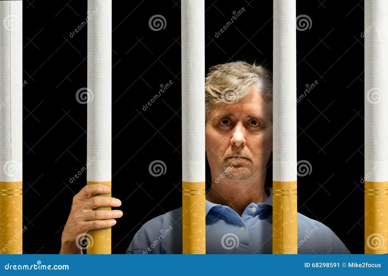 Prendido pela prisão do apego de nicotina dos cigarros