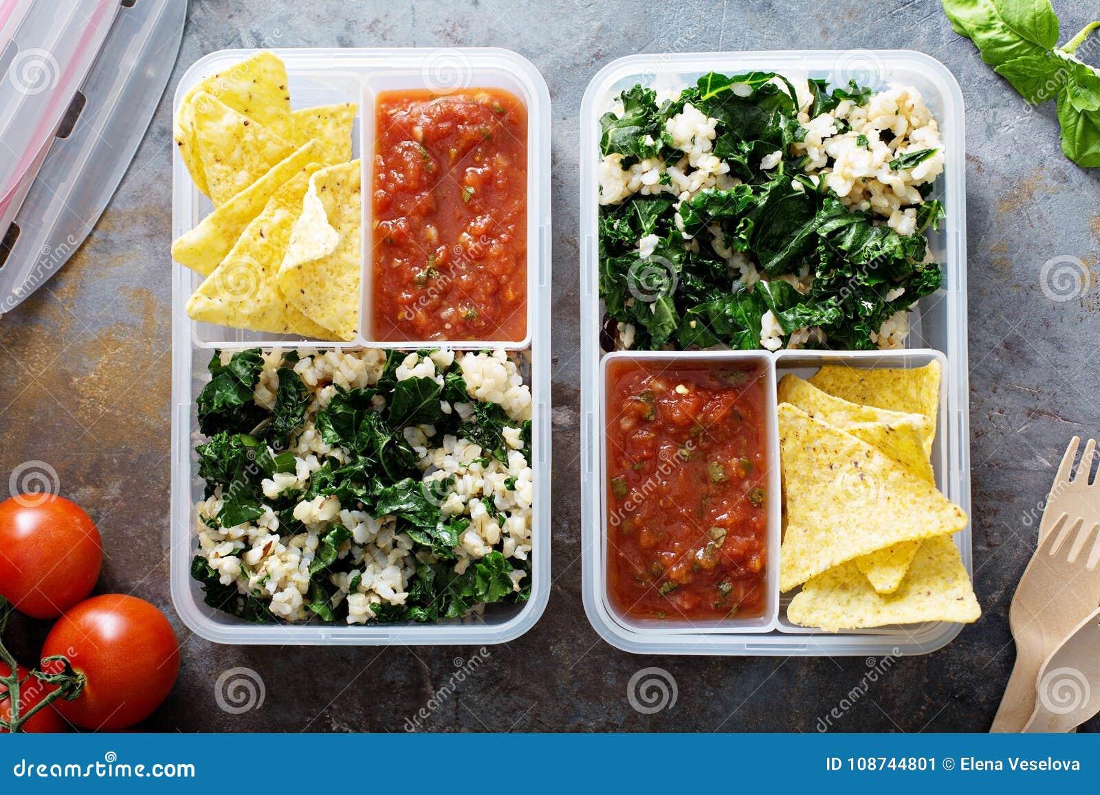 Preparação ou almoço da refeição para o trabalho