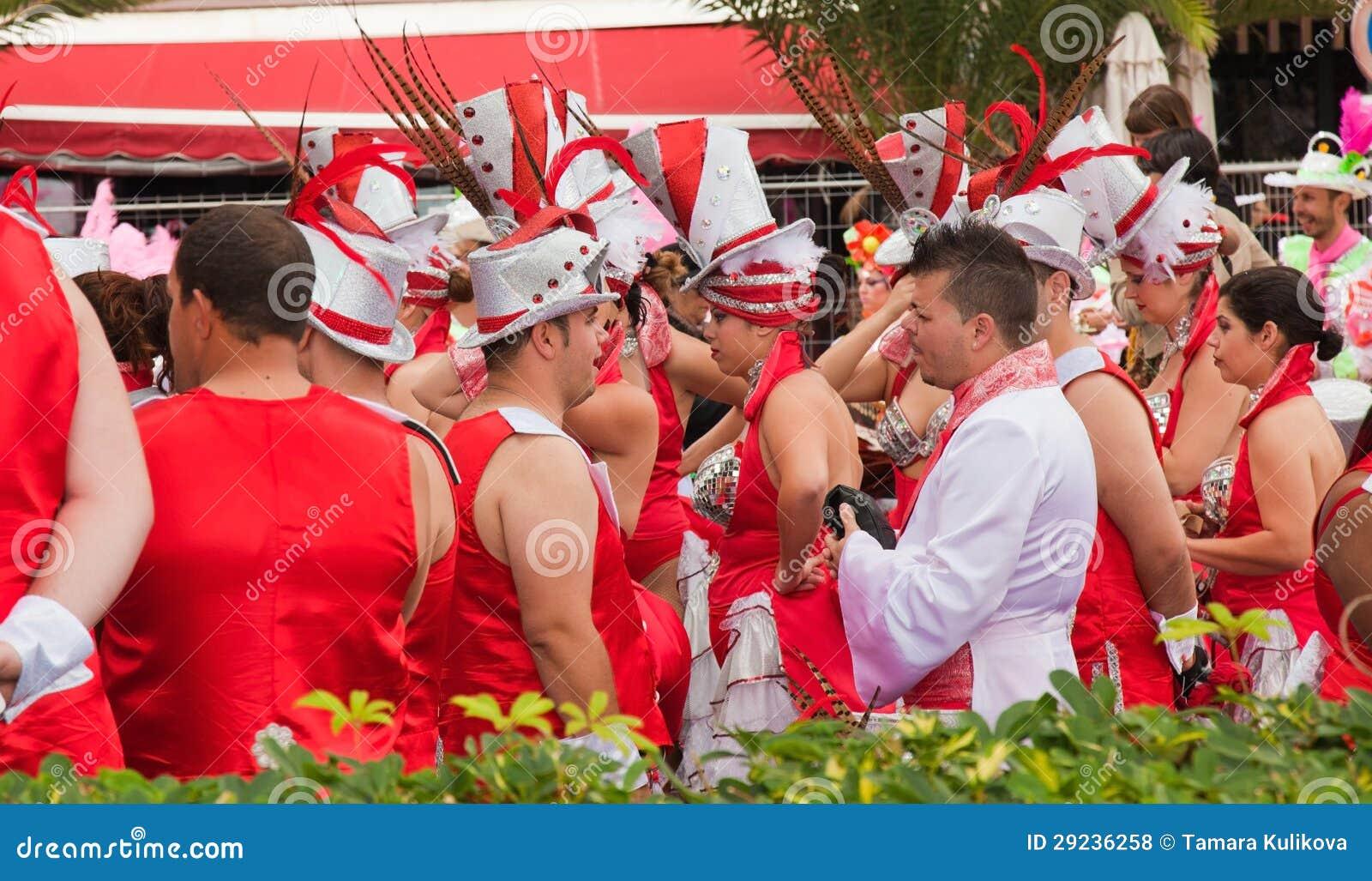 Download Preparação Para A Parada De Carnaval, Santa Cruz, 2013 Foto de Stock Editorial - Imagem de consoles, povos: 29236258
