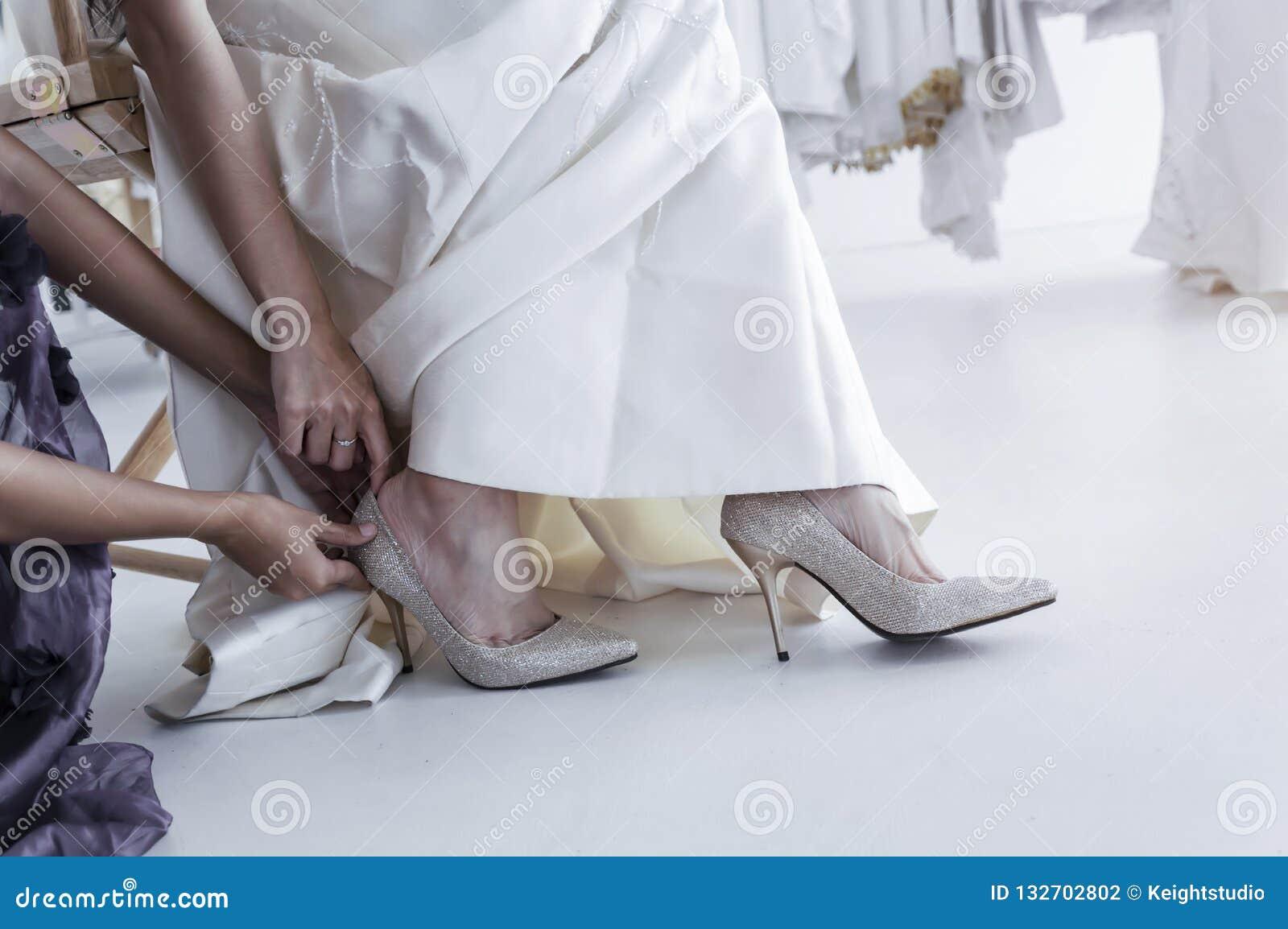 94e8f20a48 Preparación de la boda Bridemaid de la ayuda de la novia ella en mis zapatos  del matrimonio de los zapatos
