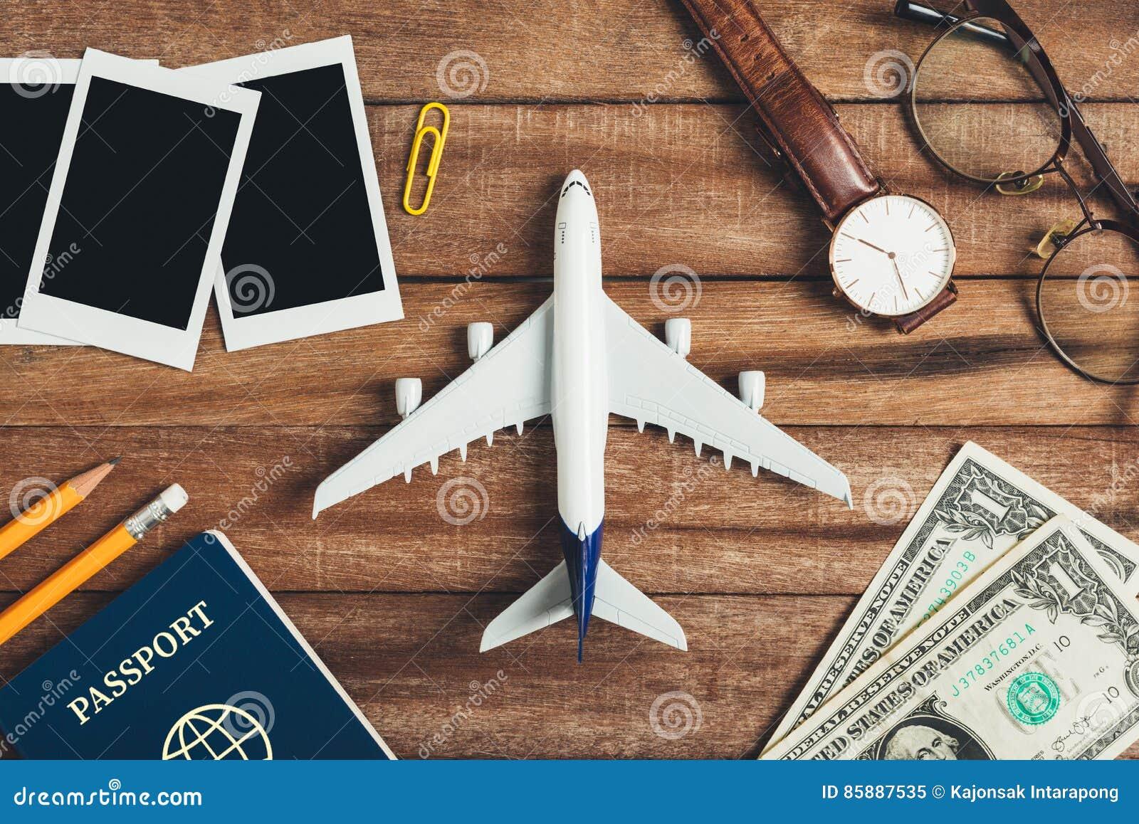 Preparación Para El Concepto Que Viaja, Lápiz, Dinero, Pasaporte ...
