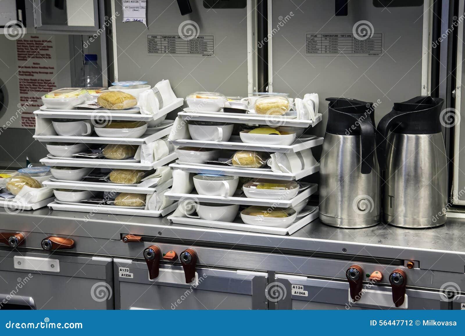 Preparazione Dell\'alimento Nell\'aereo Di Aria Della Cucina ...