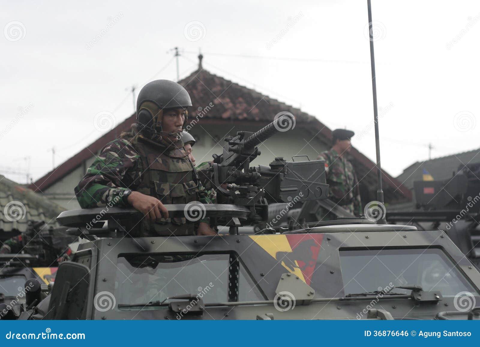 Download Preparazione Dell'esercito Nazionale Indonesiano Nella Città Di Java Security Solo E Centrale Fotografia Editoriale - Immagine di acciaio, esercito: 36876646