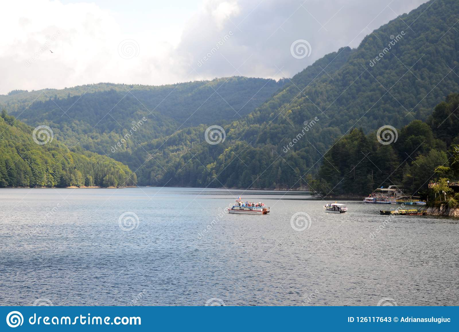 Presa de Vidraru en el río de Arges