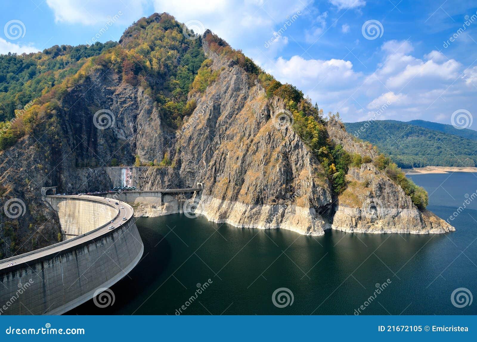 Presa y lago, Rumania de Vidraru